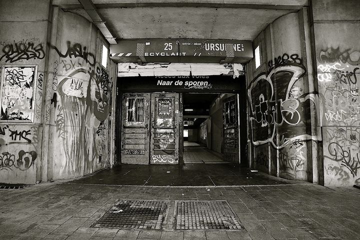 Urban decay - Moise Levi Photography
