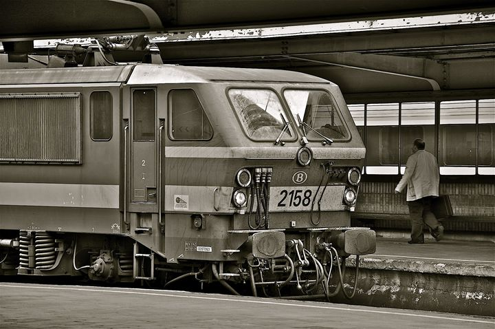 Train in Brussels - Moise Levi Photography