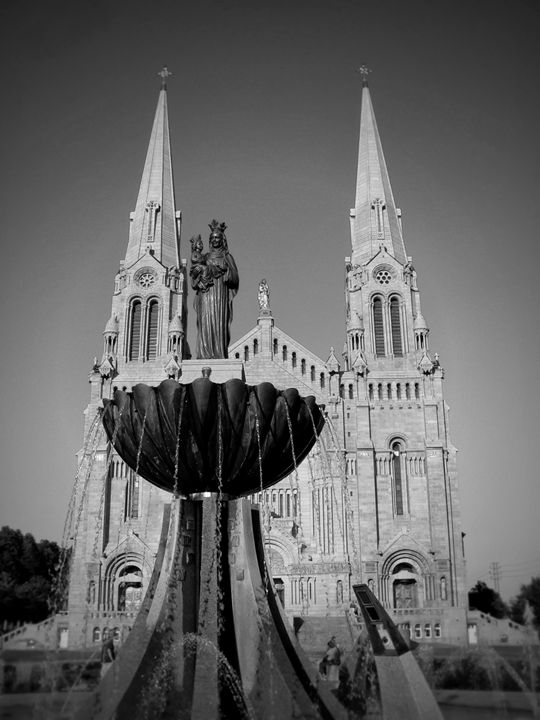 Novena, Ste-Anne-de-Beaupre Basilica - imaginart