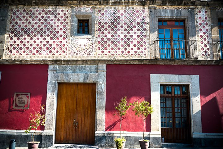 Mexican Building - Si Glogiewicz Photography
