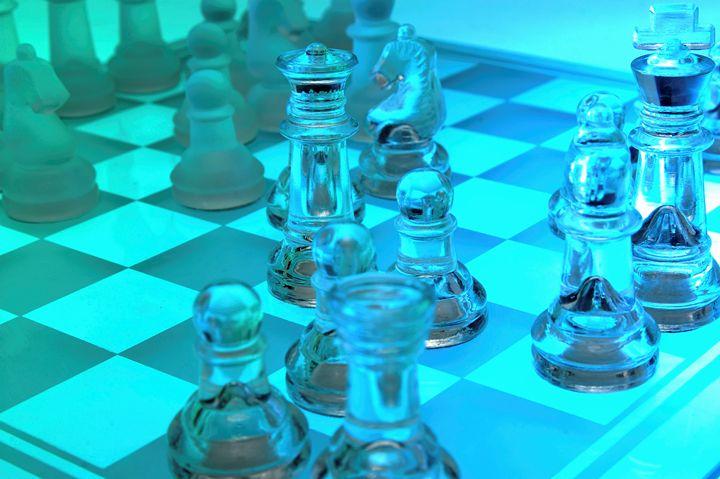 Transparent chess set - PhotoStock-Israel