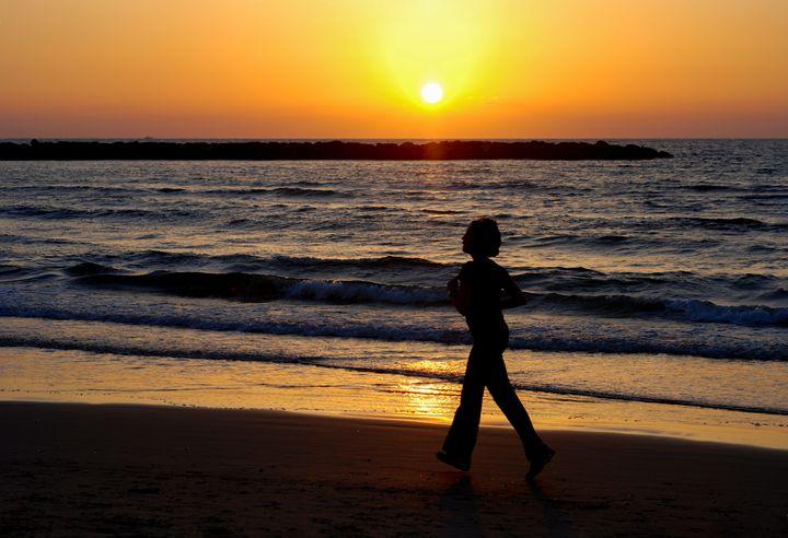 Israel, Tel Aviv, running on the bea - PhotoStock-Israel