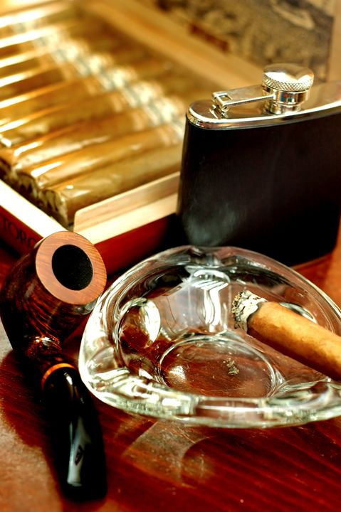 pipe, cigars and a flask of scotch w - PhotoStock-Israel