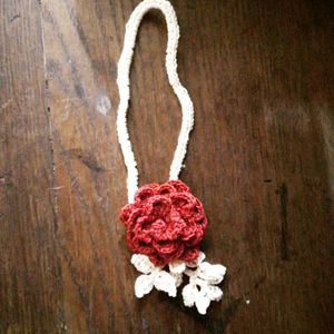 flower Chokerpiece red and white