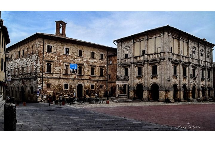 HISTORICAL TUSCAN TOWN - Lady Marie