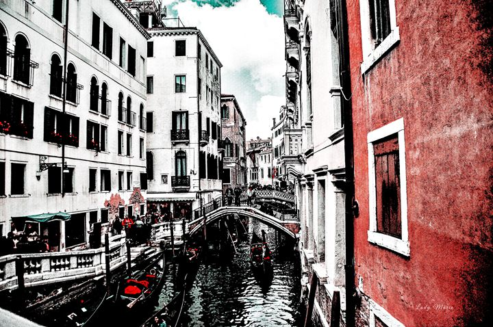 MANEUVERING VENICE CANAL - Lady Marie