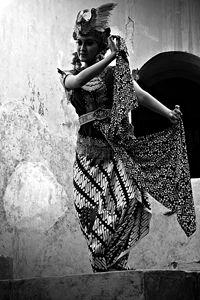 Gambyong dancer