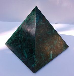 Pyramid in Malachite P002