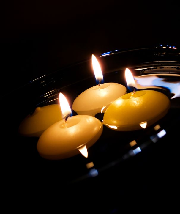 Candles in the water - Michal Jesensky