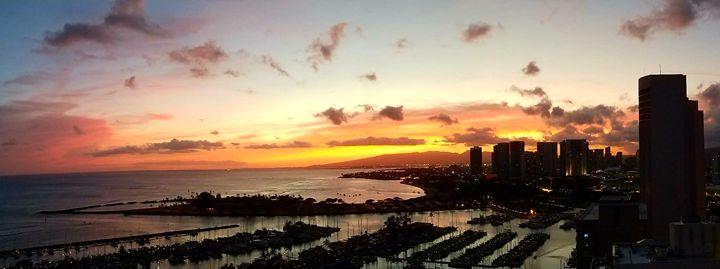 Sunset over Waikiki - ELF Natural Beauty
