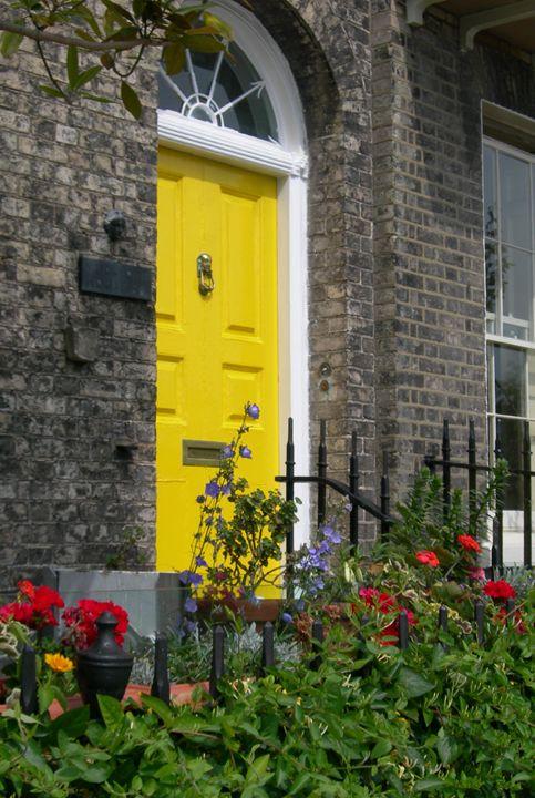 The Yellow Door - Robert Harris