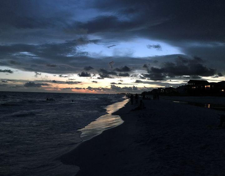 Stormy Beach - Lease Design