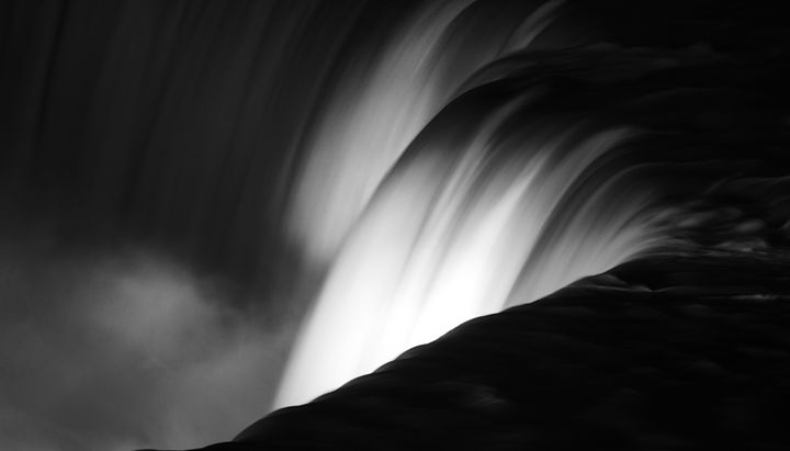 Niagara Falls New York in Black and - Elite Image Photography