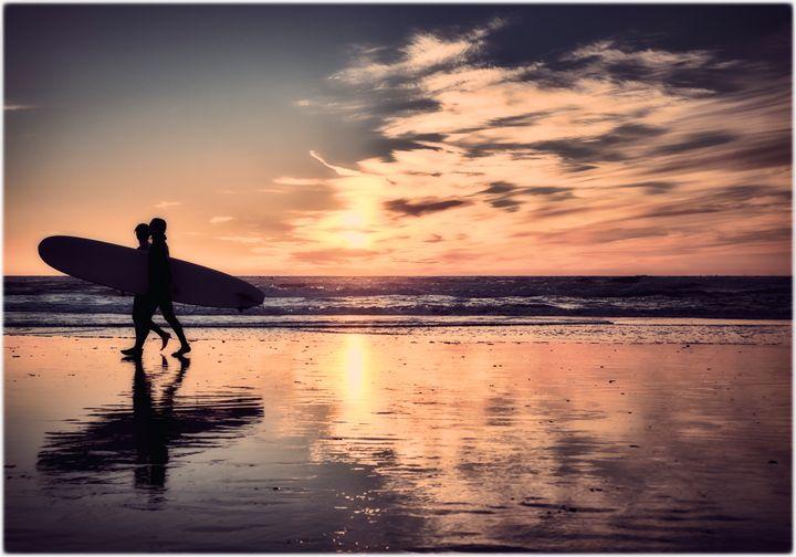 Surfers on Ocean Beach - Edward Maesen