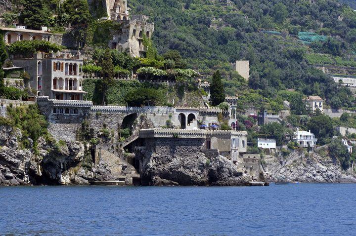 The coat at Amalfi - Pluffys portfolio