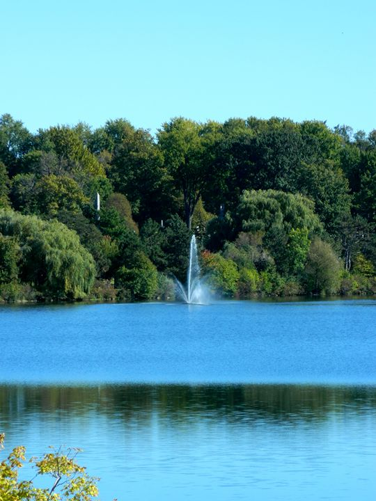 Fountain on the Lake - Markell Smith Gallery