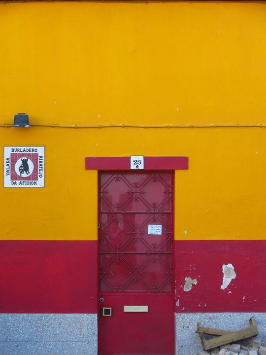 Red Door, Valada - Travellin' Light: photography, Monica Melissano