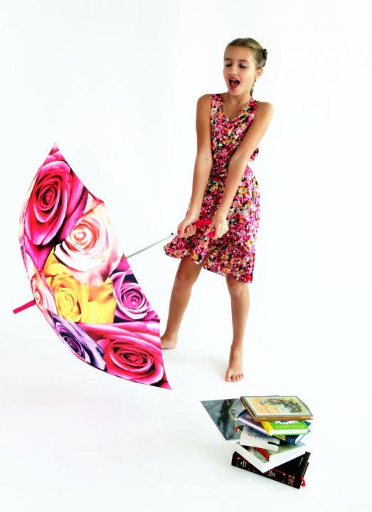 Girl with books and  umbrella - Valentina Averina