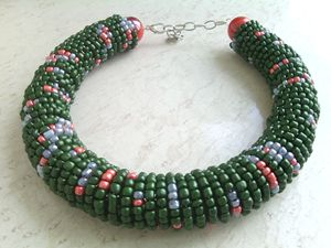 STATEMENT NECKLACE WITH SEED BEADS
