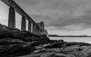 Forth bridge (Black & White)