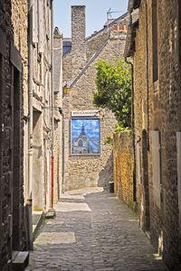 Une ruelle à Dinan - Welborne Fine Art