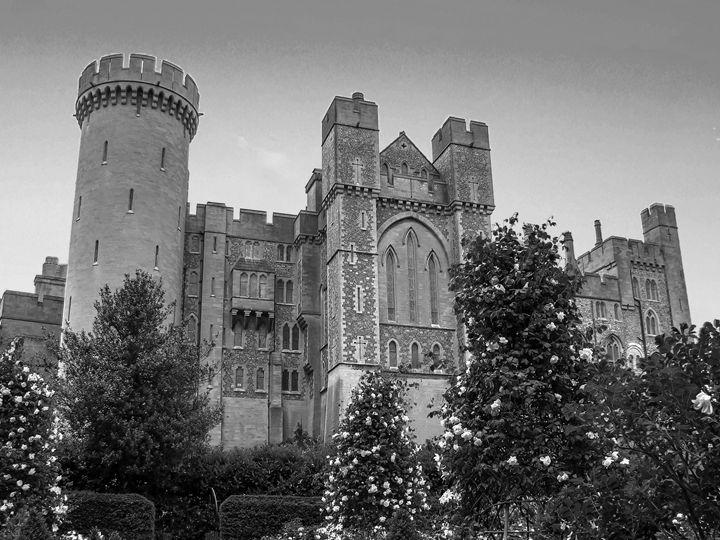 Arundel castle - KCBlack&White