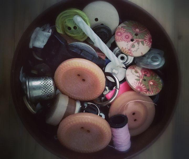 Button (s) - Ema's Art