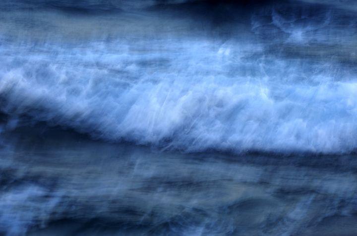 Waves in Blue - Lothar B. Piltz