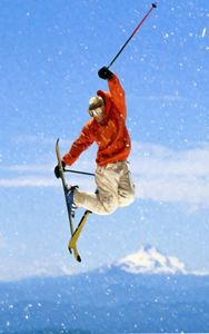 Snowboarder jumping against blue sky - Lanjee