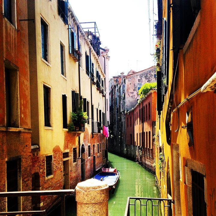 Canal in Venice - Molly de Jong
