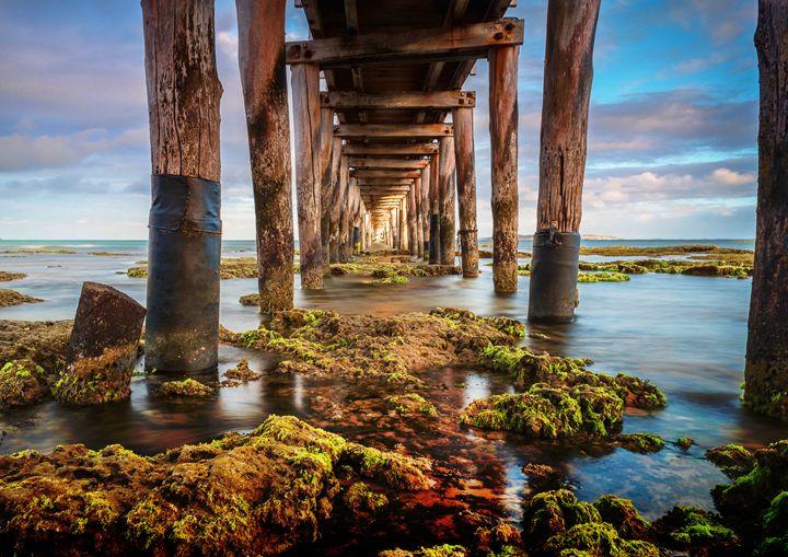 Under the pier - Akimi Art