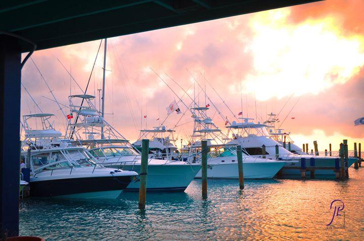 Big Game Yacht Sunrise - Lyle Saunders Photography