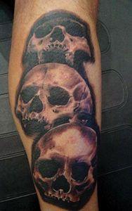 Skulls/black & gray wash