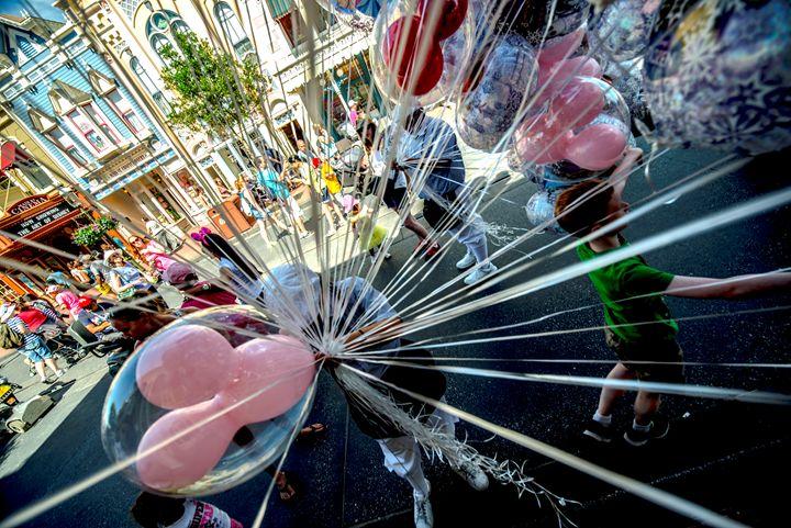 Balloons at Disney - Kcable