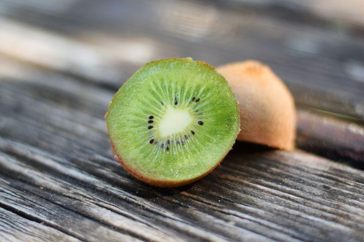 Fresh Cut Kiwi - Anna   Reyna Photography