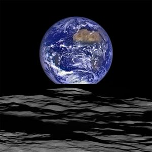 NASA Earth rise Photo - Ed Mace