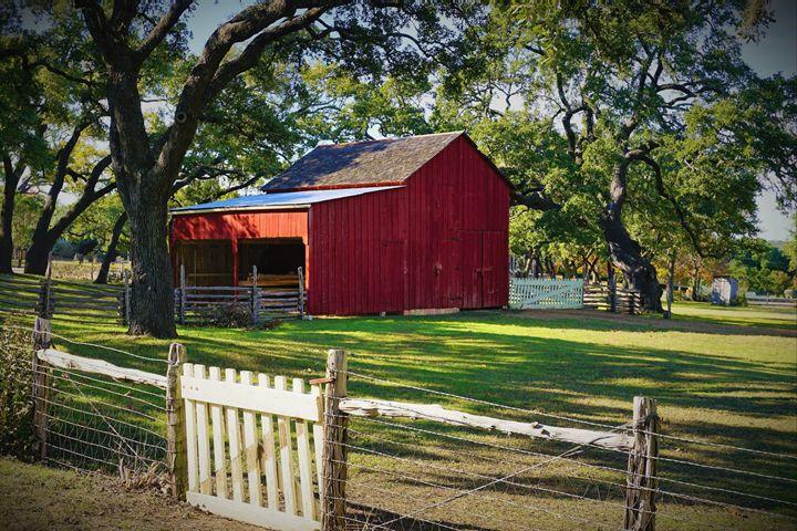Little Red Barn - Photography by Larry Landaker