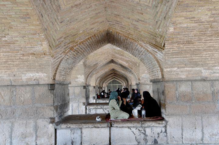 Siesta under the bridge in Esfahan - Adriatic picture factory