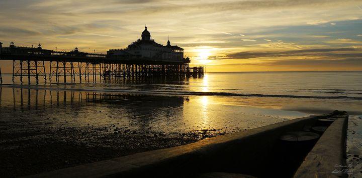 Golden Sunrise at Eastbourne Pier - Lionel Fraser, Pictures of Eastbourne, England