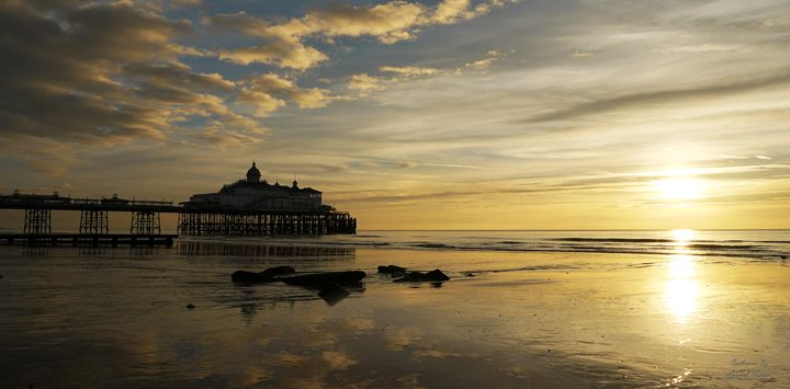 Sunrise at Eastbourne Pier Beach - Lionel Fraser, Pictures of Eastbourne, England
