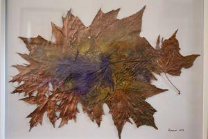Metal leaves with violet