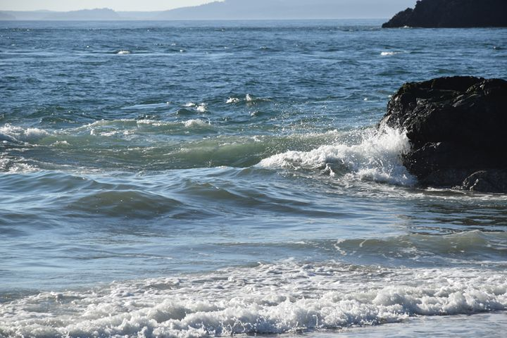 Crushing waves - Ngtimages