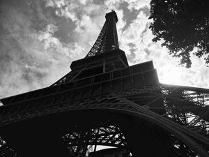 Below Tour Eiffel