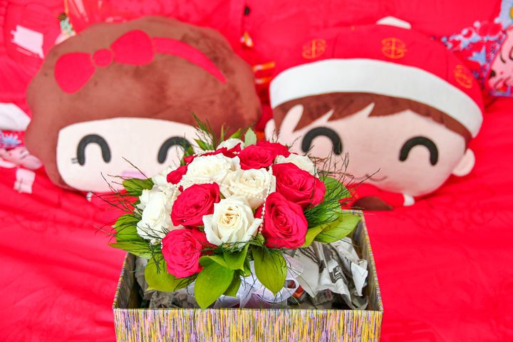 Flowers on wedding bed - Alvin Wong Photography Gallery