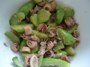 SQUID FRIED WITH CUCUMBER