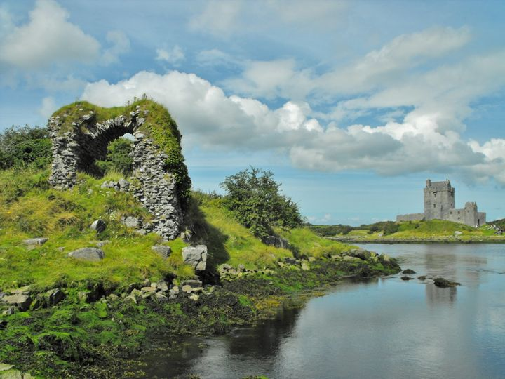 Dun Guariagh & Dunguaire - Pictures of Ireland