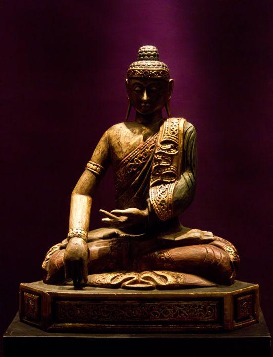 The sitting Buddha. - Ale Coelho Photography