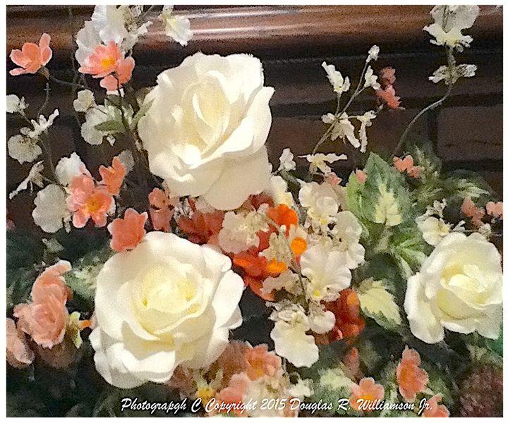 Photo White roses - White Flower Guys
