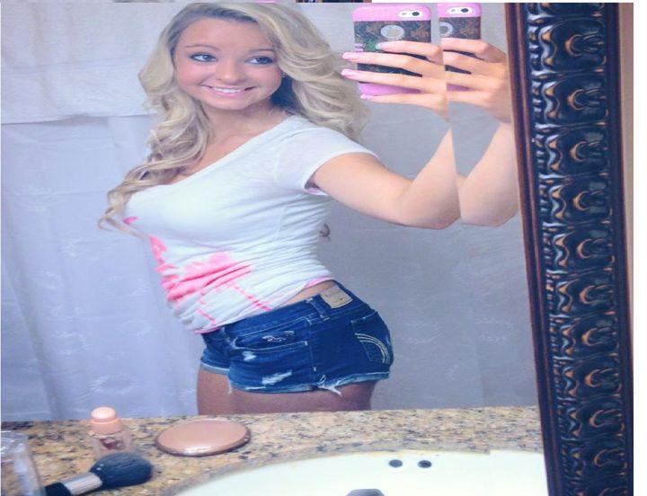 hot girl in shorts - DSC gallery