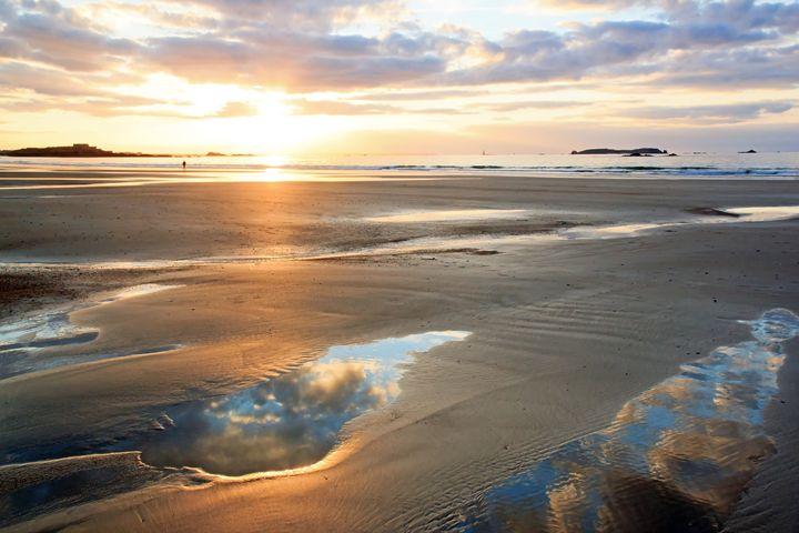 Romantic sunset on the beach. - Neko92vl